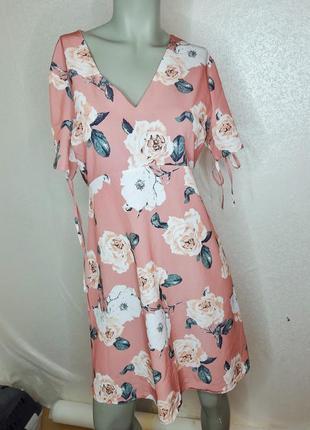 Пудровое платье с розами
