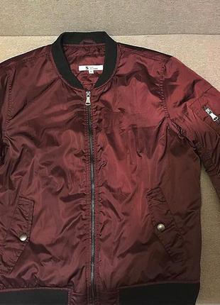 Бордовая тёплая куртка бомбер короткая осень-зима яркая с манж...
