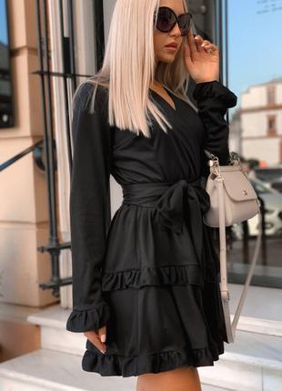 Женское стильное платье с широким поясом