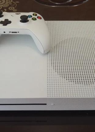 Xbox one S 500Gb+ 1 диск