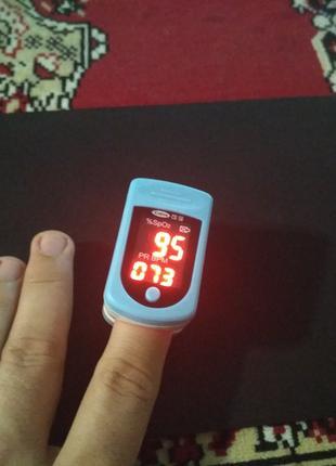 Пульсоксиметр на палець / Прибор для измерения пульса