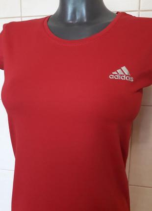 Стильная качественная стрейчевая  футболка adidas