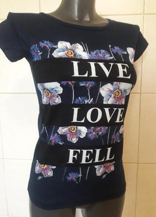 Распродажа!красивая,качественная темно-синяя футболка с цветоч...