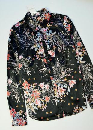 Атласная рубашка в цветы с длинным рукавом
