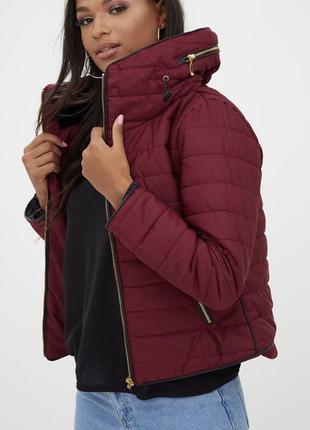 Новая тёплая курткa оттенка бургунди в тренде сейчас