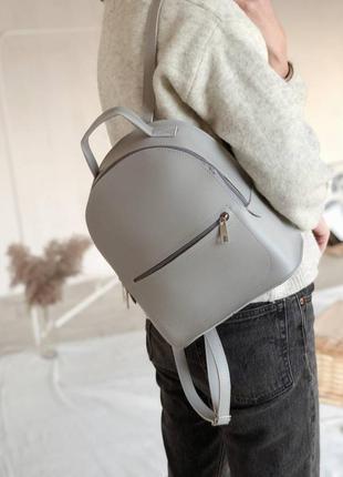 Серый небольшой вместительный рюкзак-сумка. светлая сумка-рюкзак
