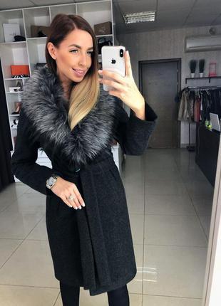 Зимнее женское пальто с опушкой