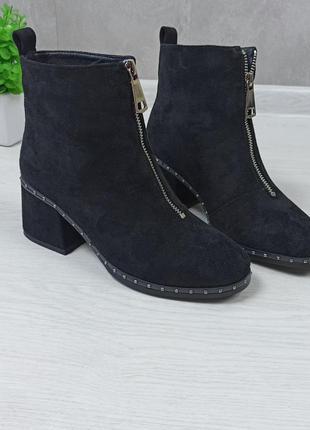 Чёрные женские ботинки на удобном каблуке с молнией спереди