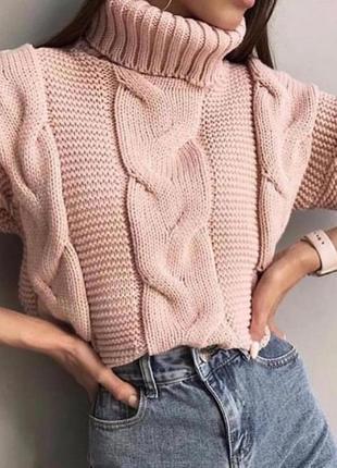 Свитер вязка в нежно-розовом цвете