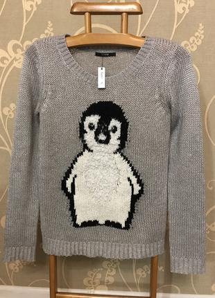 Очень красиый и стильный брендовый свитерок.