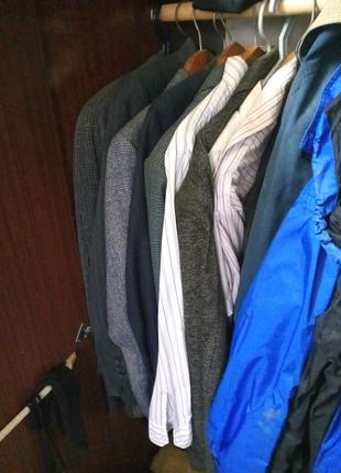 костюмы, рубашки, брюки, пиджаки.
