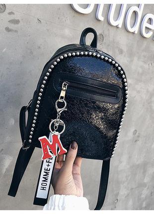 Женский небольшой блестящий рюкзачок с бусинами черный