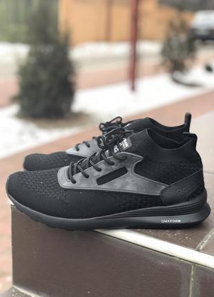 Мужские кроссовки, черные