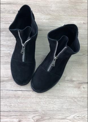 Женские замшевые ботинки, черные, на молнии