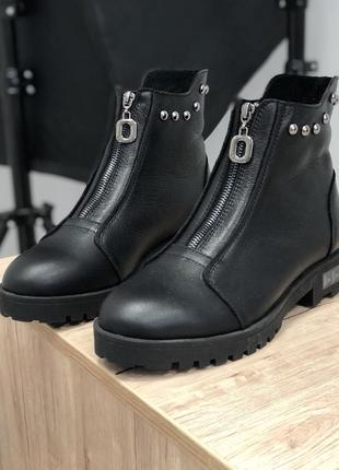 Демисезонные кожаные ботинки на молнии