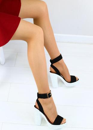 Женские босоножки из натуральной замши, черные, на каблуке