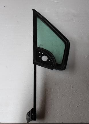 Форточка передньої правої двері Peugeot Partner
