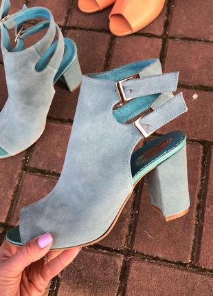 Женские босоножки, из натуральной замши, на удобном каблуке 9 см