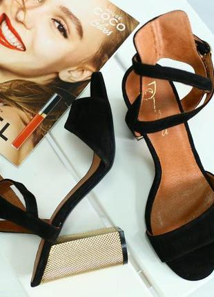 Женские босоножки на устойчивом каблуке