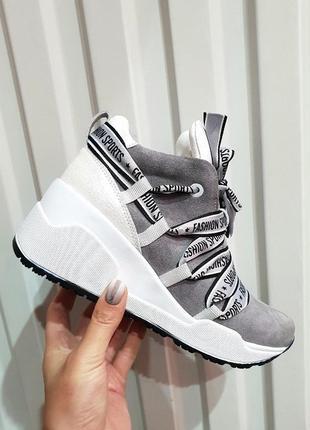 Замшевые кроссовки на платформе