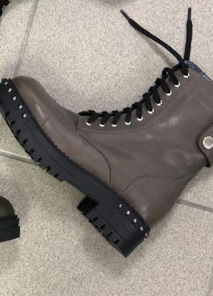 Женские зимние кожаные ботинки, подошва с пуклями