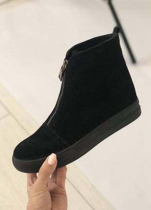 Женские ботинки черные замшевые с замком