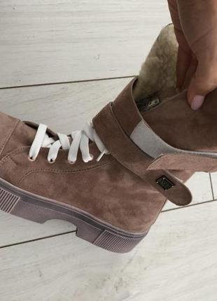 Женские ботинки замшевые пудровые со шнуровкой на липучке