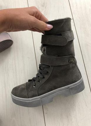 Женские ботинки замшевые серые со шнуровкой на липучке