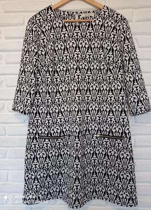 Платье с аринтом большого размера