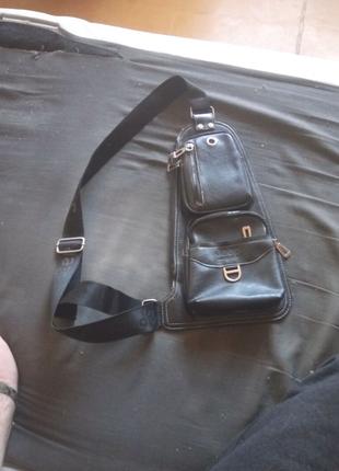 Продам мужскую сумку-слинг через плечо.