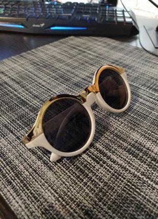 Солнечные очки круглые женские белые с золотом