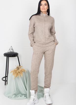 Теплый, мягкий спортивный костюм из ангоры для повседневной носки