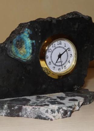 Настольные часы в камне