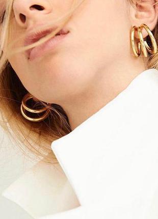 Элегантные женские серьги кольца тройные золотого цвета
