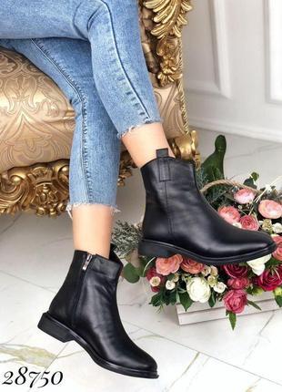 Ботинки зимние с квадратным каблуком и носом