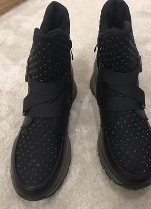 Качественные зимние женские ботинки