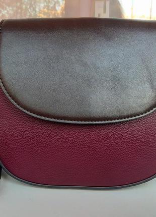 Стильная сумка cross-body united colours of benetton.