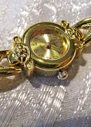 Часы кварцевые, женские, на браслете,