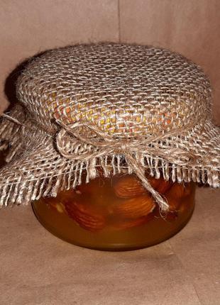 Миндаль в меду