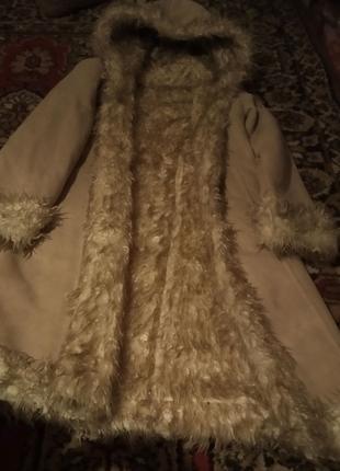 Пальто замшевое  с капюшоном и с мехом