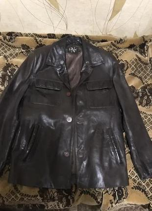 Пиджак кожаный и спорт ветровка