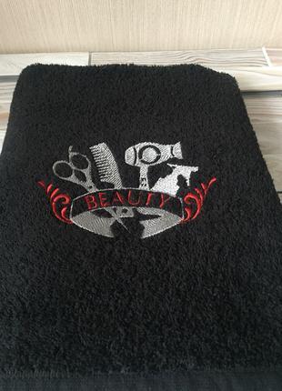 Черное махровое полотенце с вышивкой. Отличный подарок стилисту.