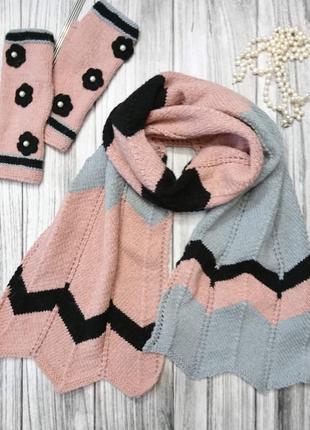 Комплект - розовый вязаный палантин и розовые митенки
