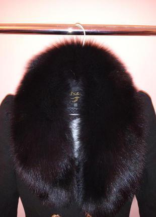 Продаю женское пальто с меховым воротником