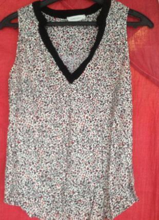 Брендовая блуза без рукавов