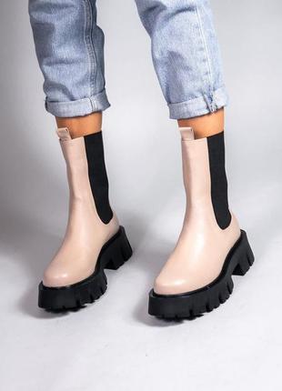 Женские бежевые ботинки на толстой подошве