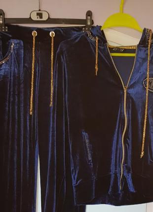 Велюровый женский спортивный костюм со стразами