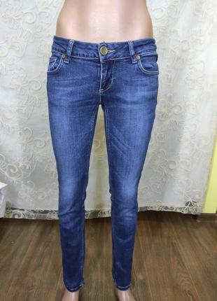Синие джинсы скинни низкая посадка