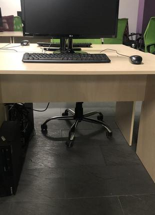 Продаються офісні столи б/у в ідеальному стані.