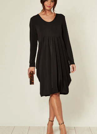 Чёрное пышное трикотажное платье - тюльпан с длинными рукавами...